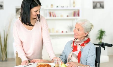 Course et aide au repas à domicile